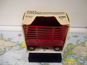 ERTL*PRESSED STEEL*BALE THROW WAGON *in Box*USA