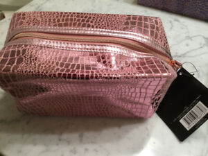 GUESS MAKEUP/COSMETIC BAGS