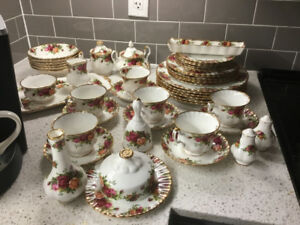 FIFTY PIECE SET OF ORIGINAL OLD COUNTRY RED ROSE FINE CHINA
