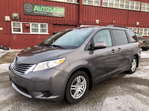 2013 TOYOTA SIENNA / 7 PASSENGER/ BACK-UP CAMERA