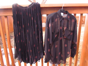 Two piece - black w. brown dots - sheer material-size 8/10