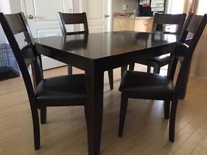 table de cuisine et 4 chaises + banc