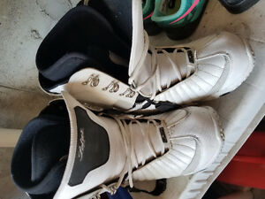 Women's flow snowboard boots size 7.5