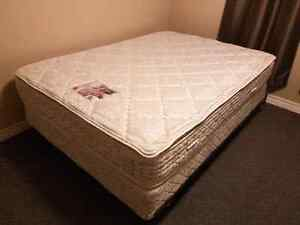 DOUBLE BOXSPRING/MATTRESS/METAL FRAME