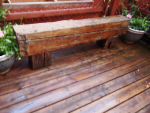 Rustic bench in solid wood. Banc rustique en bois massif