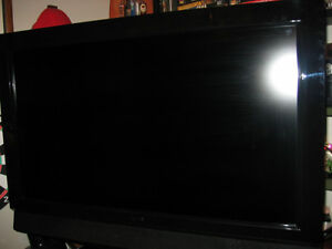 FOR SALE 32 INCH AVEIA LCD TV, BEAUTIFUL COLOR,SOUND/CONDITION