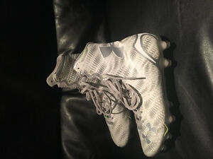 Mens size 8 Under Armour cleats