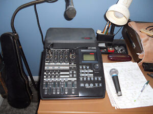Multi-track recorder and microphone