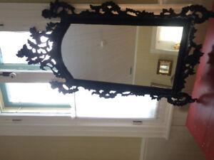Miroir antique, cadre en bois