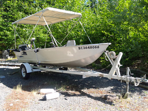 16 ft Lowe fishing boat for sale.  2012  Model