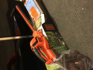 Hedge trimmer black and deck