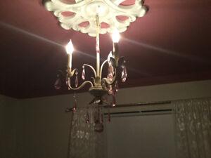 Luminaire / lustre couleur blanc crème et rose pour fille