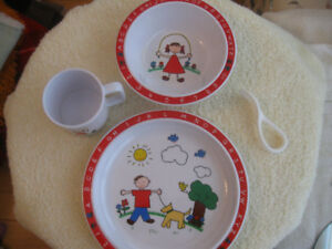 "CHILD'S VINTAGE 4-pc. MATCHING ""SELANDIA DESIGNS"" DINNER SET"