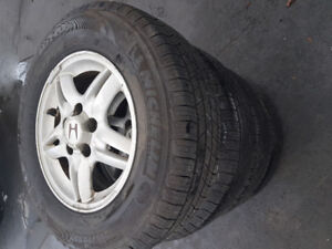 Pneu 215 70 r15 michelin defender tres bonne condition