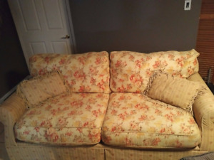 REALLY COMFY SOFA IN GOOD CONDITION