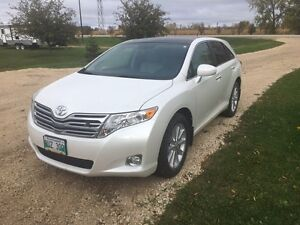 2012 Toyota Venza with nav and backup camera