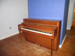 Henry Herbert apartment piano - FREE