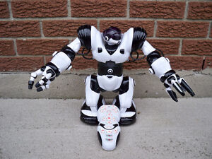 ROBOSAPIEN ROBOT 14 INCHES TALL WITH REMOTE CONTROL Stratford Kitchener Area image 1