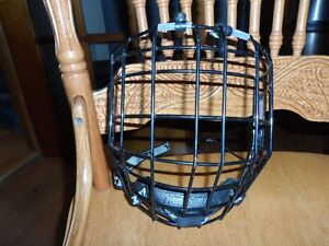 black ITeck wire face mask IT-13 large for hockey helmet