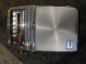 Vintage General Electric Solid State Long Range AM Radio