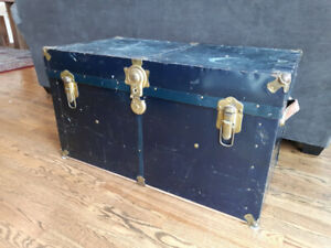 Trunk chest - Coffee table - Coffre antique