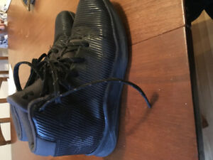 """""""Curry"""" Unser armour basketball shoes size 3"""