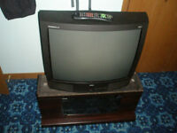 GE 27 inch Entertainment Series PIP Television and TV Stand