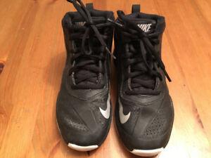 Basketball shoes - Nike youth size 1