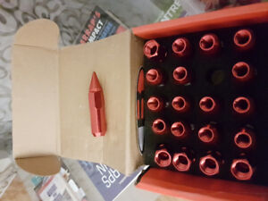 Lugnuts rouge neuf 40set complet voir image