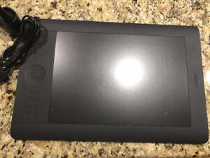 Wacom Intuos 5 pencil tablet - medium size in great condition
