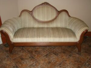 Beautiful Antique lounge chaise