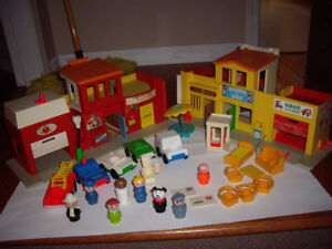 FISHER PRICE VILLAGE WITH ACCESSORIES
