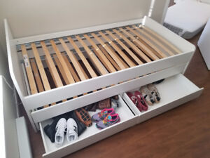 Bed with only 2 months of use