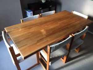 AMAZING SOLID OAK BUTCHER BLOCK STYLE DINING TABLE and 6 CHAIRS