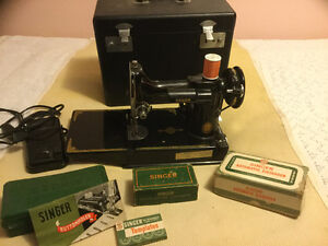 SINGER FEATHETWEIGHT SEWING MACHINE