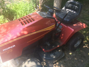 LAWN MOWER TRACTOR FOR SALE - NEED IT GONE ASAP! $550!