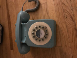 Wild & Wolf 746 French blue home phone
