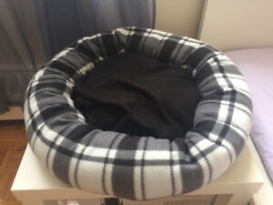 MEDIUM SIZED PET BED