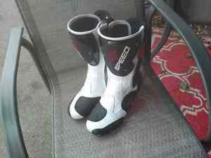Speed motorcycle boots worn once.