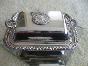 ADORABLE VINTAGE SILVER-PLATED DOUBLE-HANDLED TRINKET BOX
