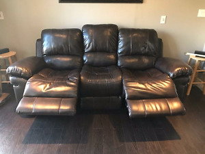 Leather recliner Couch new condition! PAID $1200 like NEW