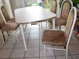 Kitchen Table 6 chairs colour white