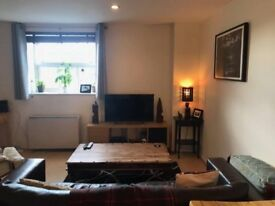 CPLS welcome.2 Bed Flat. 7 mins walk to clapham common. gated parking for 2 cars. Excellent location