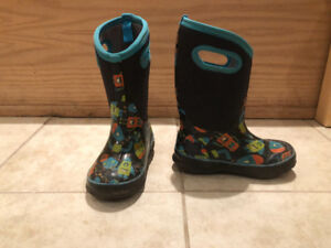 Boys bogs winter boots toddler size 12