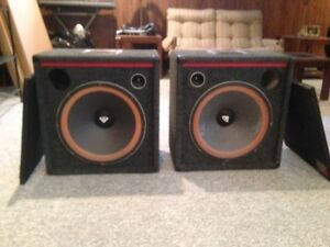 1 Pair of Cerwin Vega V-21 Speakers 350 Watts with covers