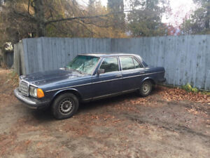 Mercedes 1982 300D Turbo Diesel Navy Blue