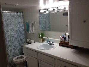 2 Bedroom Apartment GREAT LOCATION! $750/inclucive