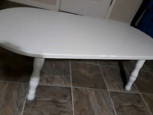 Pretty country ivory table
