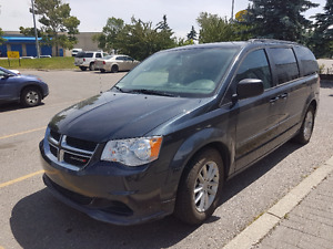 2013 Dodge Caravan SXT-DVD-backup camera
