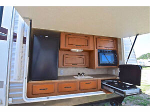 2011 - 33 ft Puma w/outside kitchen